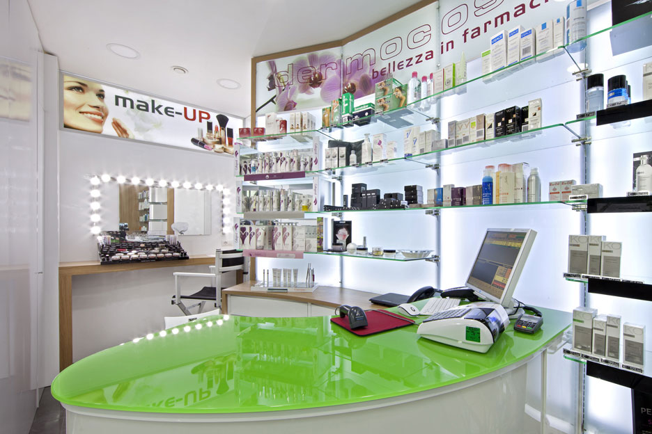 Arredo Farmacia D'Ambrosio - Make-up